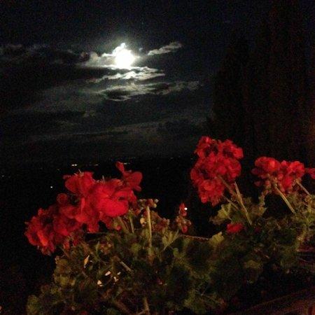 Caffe Poliziano: Full moon view from the balcony