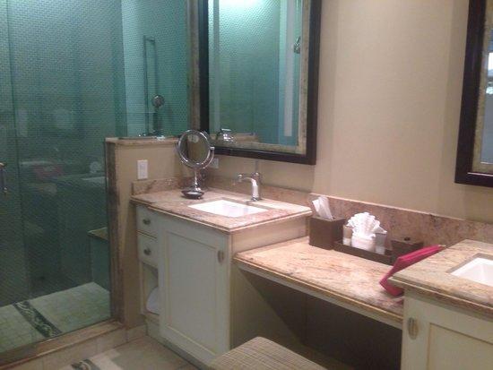 Hyatt Siesta Key Beach Resort, A Hyatt Residence Club: 2nd bath