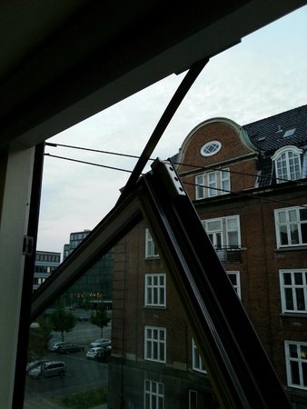 Cabinn City Hotel: window