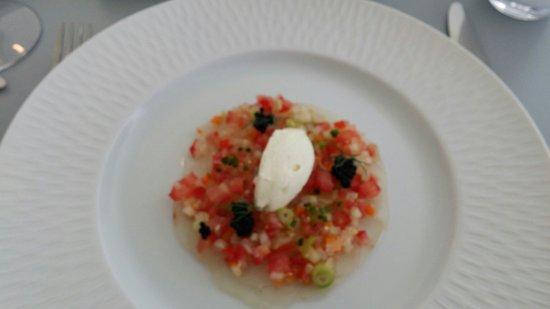 L'Atelier de Marc Meurin : Voorgerecht: Carpaccio van rauwe zeebaars, room met majoraan, lenteui, wortel, komkommer, tomaat