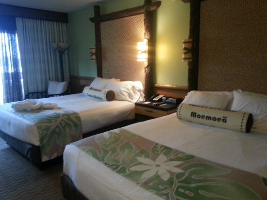 Disney's Polynesian Village Resort: Beds and sitting area