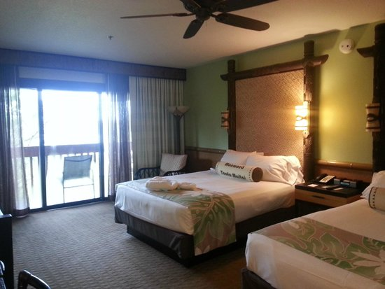 Disney's Polynesian Village Resort: Bed, sitting area, and balcony