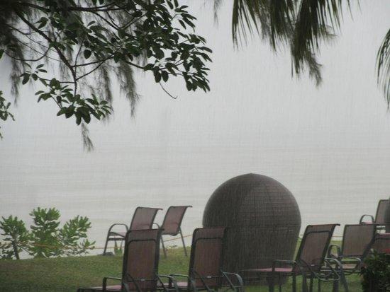 PARKROYAL Penang Resort, Malaysia : Terrace and beacch bar area