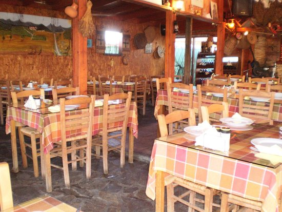 Costa's Koloni Tavern: lovely traditional taverna