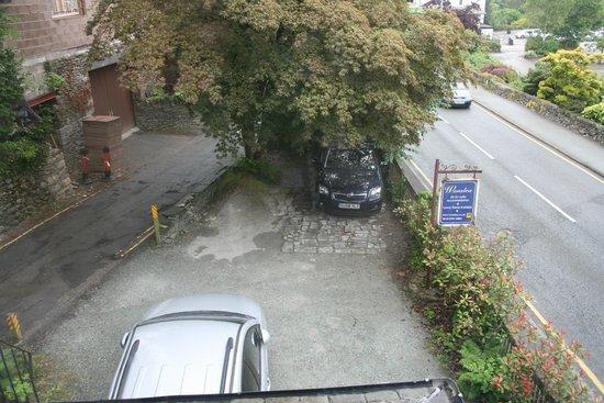 Wanslea Guesthouse: The car park - a better arrangement for the cars