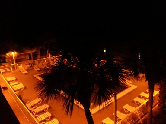 Bikini Beach Resort Motel: Evening balcony view