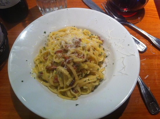 Tre Pazzi Trattoria: Carbonara alla roma$11 linguine tossed in a sauce made with an egg and fresh parmesan, topped wi