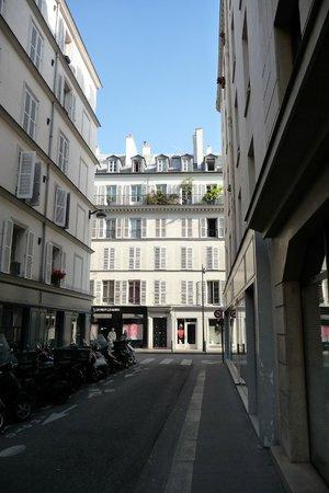 Hotel 7 Eiffel: view of Rue Amelie