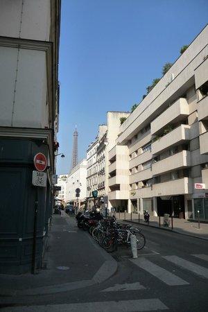 Hotel 7 Eiffel: view of Eiffel Tower from Rue Amelie