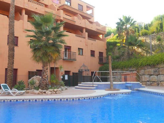 Royal Suites Marbella: Relax in piscina