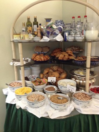 Hotel Admiral: bread and cereal selection at breakfast