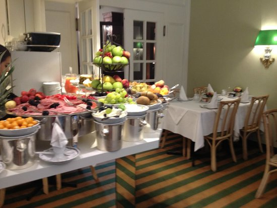 Hotel Admiral: Breakfast fruit options