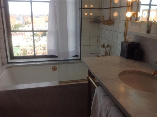 The Ludlow New York City: bathroom