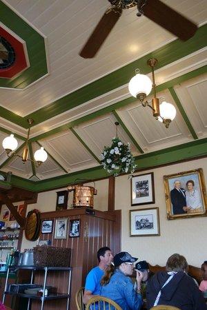 Giordano's Restaurant & Clam : Interior