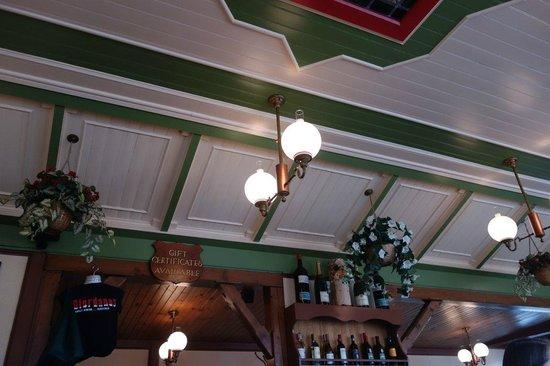 Giordano's Restaurant & Clam : Ceiling