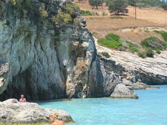 Xygia Sulphur Beach : Skały przy plaży Xigia