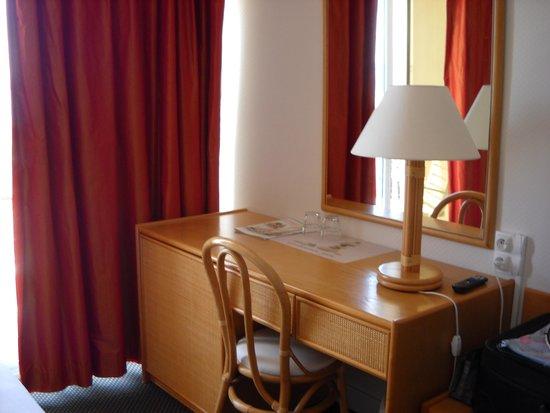Hotel Le Plancton Carnac : Chambre pour 2 personnes côté plage.