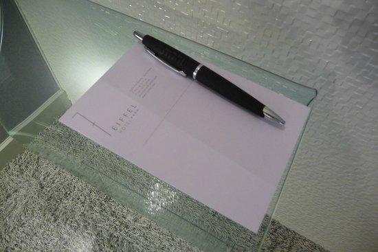 Hotel 7 Eiffel: pen/writing pad