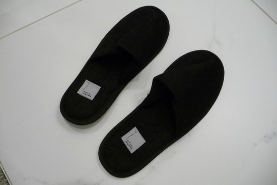 Hotel 7 Eiffel: 2 pair slippers included