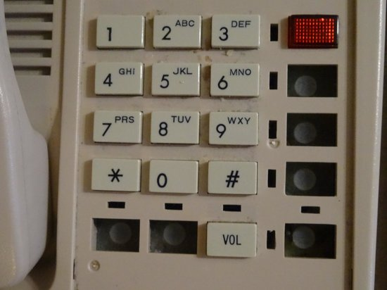 Days Inn Buena Park : Dirty phone with missing buttons