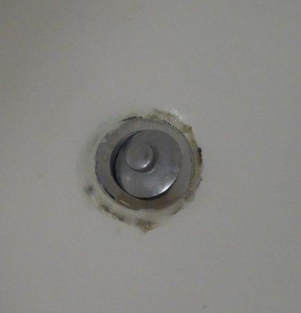 Days Inn Buena Park : Nasty bathtub drain