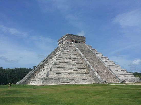 Helaman Tours : Picture of the main Chichen Itza Temple