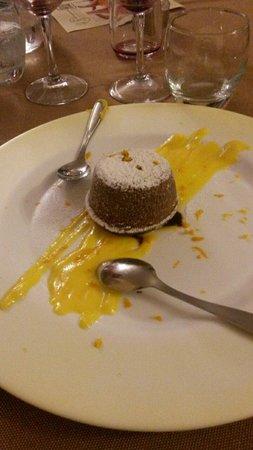 Ristorante La Scottiglia: Tortino al cioccolato e arancia con crema all'arancia