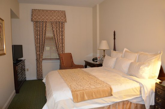 Marriott's Manor Club at Ford's Colony: 2 Bedroom, 2 Bath Suite - Master Bedroom
