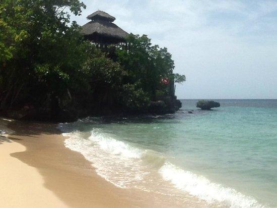 Sandals Ochi Beach Resort: Snorkel area of beach