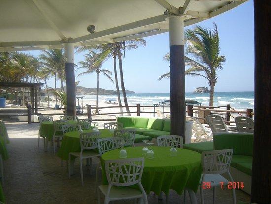 Agua Dorada Beach Hotel by LIDOTEL: BAR junto a la playa