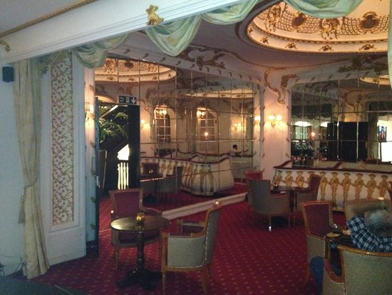 Grand Royale London Hyde Park: The Theatre Bar