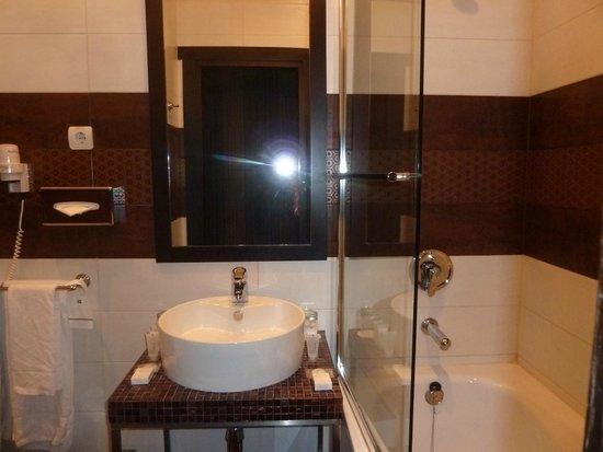 Rixwell Centra Hotel : baño