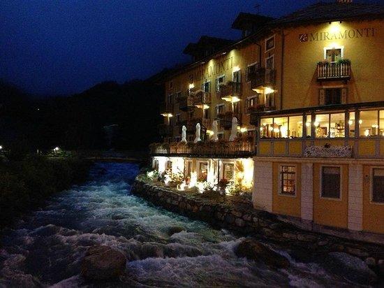 Le Miramonti Hotel & Wellness: Le Miramonti at night
