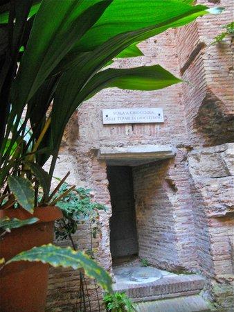 Basilica di Santa Maria degli Angeli e dei Martiri : Vestige des termes