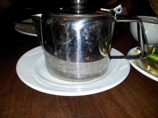 Tower Hotel Waterford: dirty tea pot