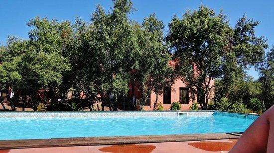 Hotel Disini : Exterieur piscine