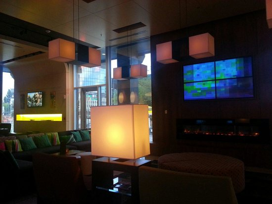 Aloft Orlando Downtown : wxyz lounge