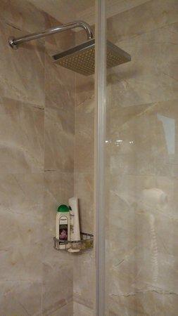 ottopera Hotel: box e chuveiro
