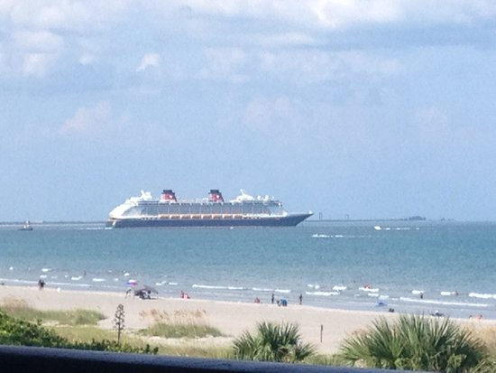 Cape Winds Resort : One of many cruise ships leaving port