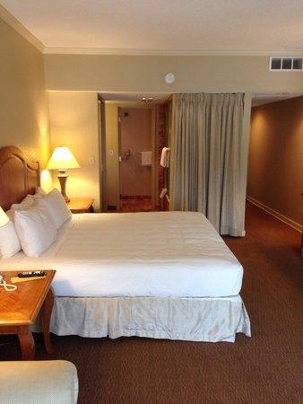 Lodge of  Four Seasons : My room