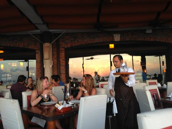 Puerto Madero Cancún: Great place for drinks and watching sunset