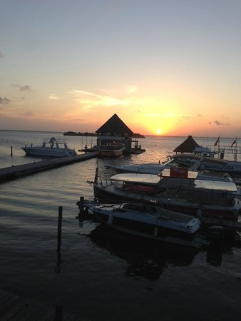 Puerto Madero Cancún: Beautiful Cancun sunset from Puerto Madero Terrace