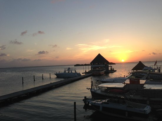 Puerto Madero Cancun : Great place for drinks and watching sunset