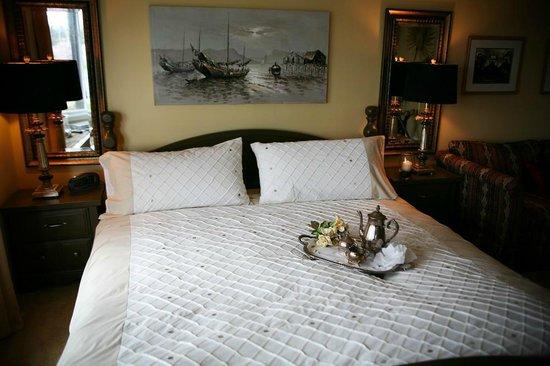 Hemingways By the Sea Bed and Breakfast Inn : comfortable room