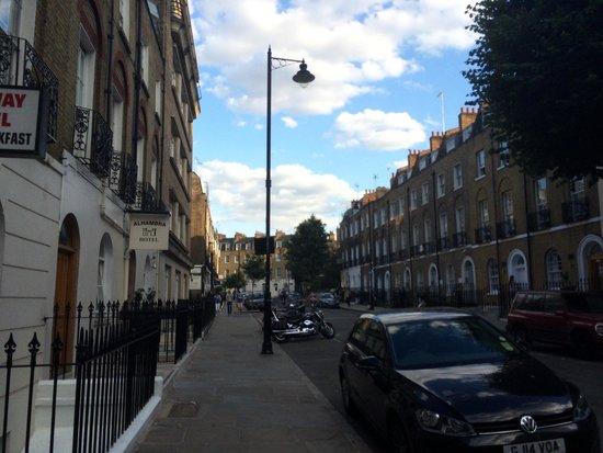 Fairway Hotel: Rue de l'hôtel