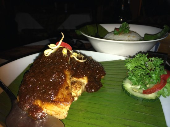 Ylang Ylang : Tamarind sauce red snapper and jasmine rice