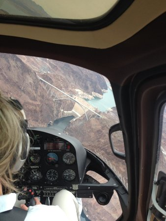 5 Star Grand Canyon Helicopter Tours: On approach to Hoover Dam