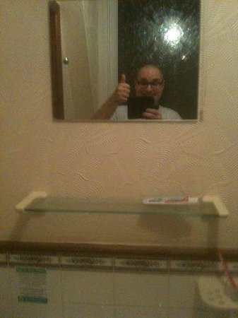 Carn Brae B&B : A pic showing room C4 bathroom great quality! A thumbs up from me!