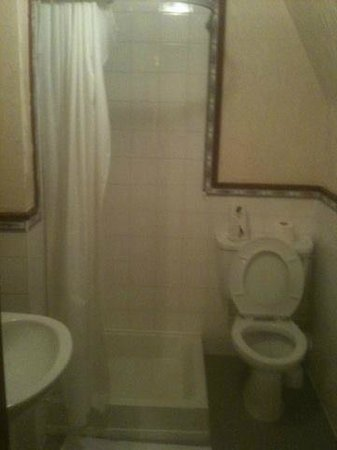 Carn Brae B&B: A pic showing room C4 bathroom great quality!