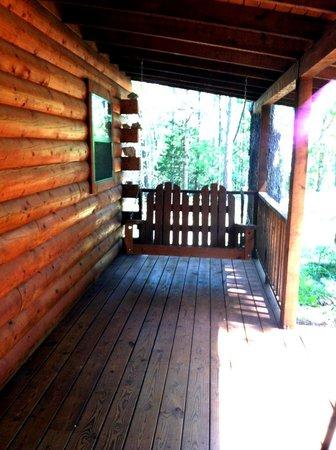 Cabin Fever Resort: Cabin 2 front porch